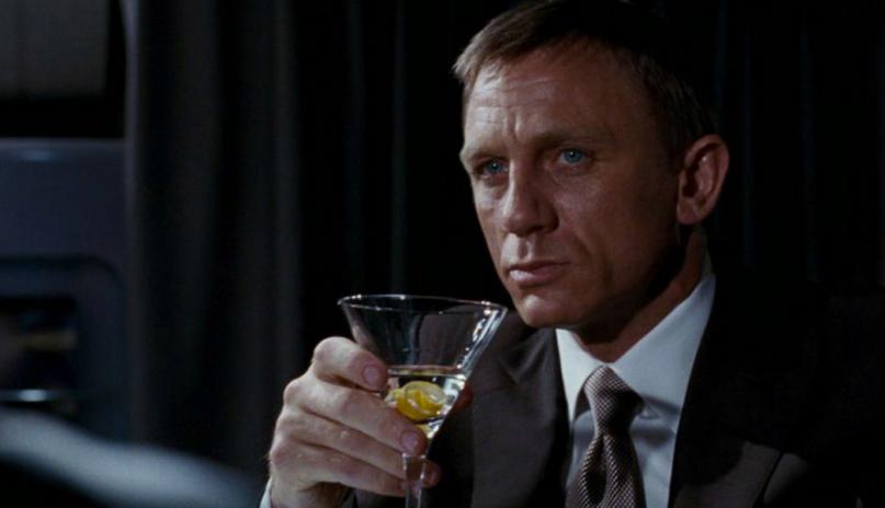 Daniel-Craig-Drink.png