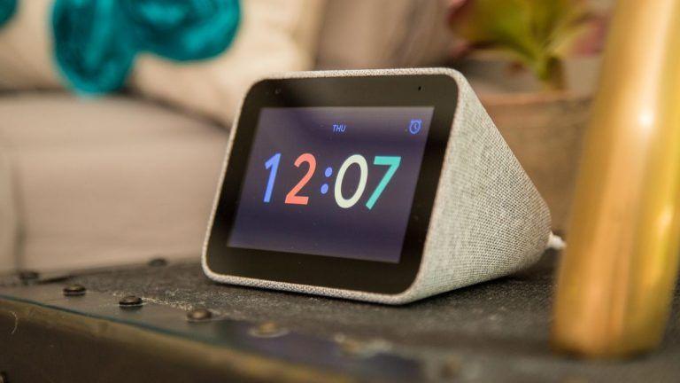 Será cuestión de tiempo que esta función llegue al resto de dispositivos de Google Assistant. Fuente: Tek Crispy (https://www.tekcrispy.com/2019/12/10/google-assistant-actualiza-alarma-personalizable-segun-tiempo-clima/)