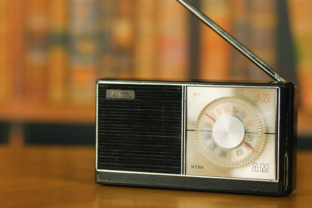 Un truco verdaderamente sencillo. Fuente: Flypaper (https://flypaper.soundfly.com/discover/what-actually-is-the-difference-between-am-and-fm-radio/)
