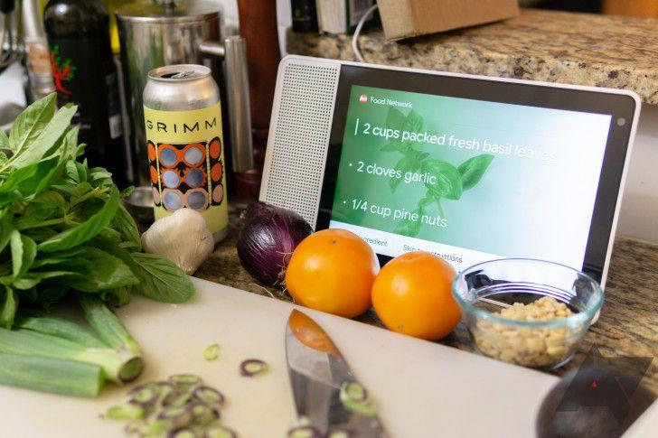 Deja que tu Smart Display haga tu vida un poco más fácil. Fuente: Android Police (https://www.androidpolice.com/2019/12/04/google-assistant-now-follows-your-dietary-restrictions-when-recommending-recipes/)