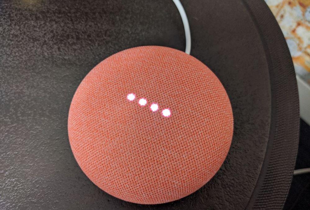 Cada día, los asistentes inteligentes trabajan en fomentar la accesibilidad a todos sus dispositivos. Fuente: Dearce (https://dearce.com.uy/google-nest-mini-practico/)