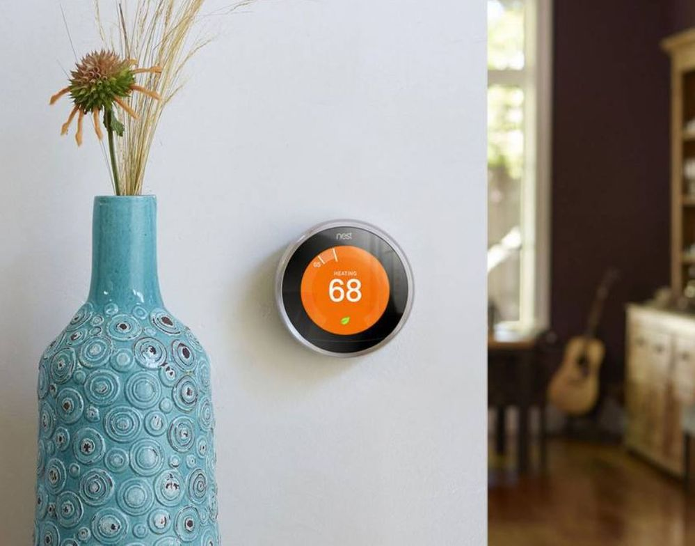 Si vive preocupada por el ahorro, Google Nest Thermostat E puede ser su aliado. Fuente: Tree Hugger (https://www.treehugger.com/gadgets/nest-thermostat-now-helps-users-avoid-peak-electricity-rates.html)