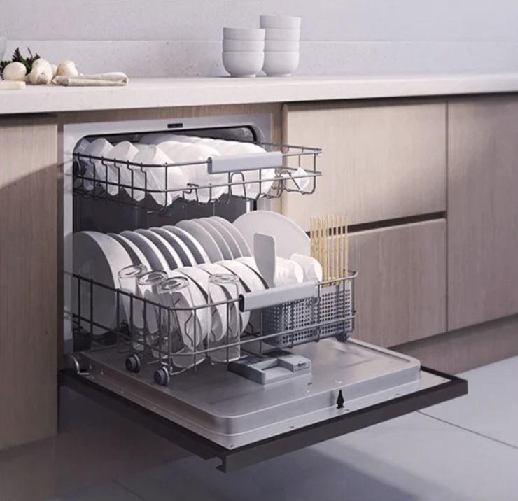 Ya lo ves, ¡no le falta detalle! Fuente: Domótica en Casa (https://domoticaencasa.es/xiaomi-presenta-un-lavavajillas-inteligente/)