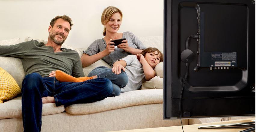 Accede a las noticias más actualizadas sin levantarte del sofá. Fuente: Gizlogic.com (https://www.gizlogic.com/google-nest-mini-presentacion/)