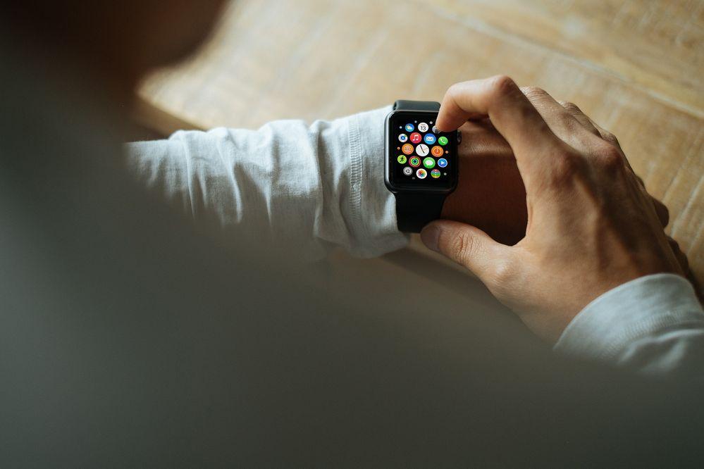 Apple Watch Series 6 estará siempre pendiente de ti. Fuente: Pixabay (https://pixabay.com/es/photos/reloj-inteligente-apple-tecnolog%C3%ADa-821563/)