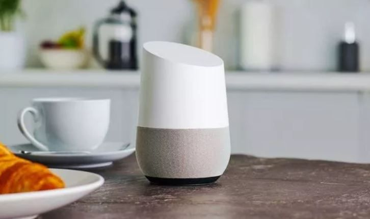 Cualquier lugar es bueno para completar la lista de la compra.  Fuente: Express (https://www.express.co.uk/life-style/science-technology/1193160/Google-Home-Update-Music-Transfer-Stream)