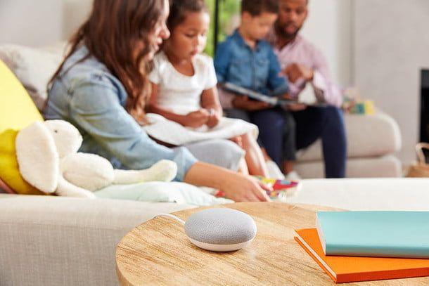 Aprovecha las ventajas de Nest Mini para entretener a los más pequeños. Fuente: Digital Trends (https://es.digitaltrends.com/inteligente/asistente-google-funciones-navidad/)