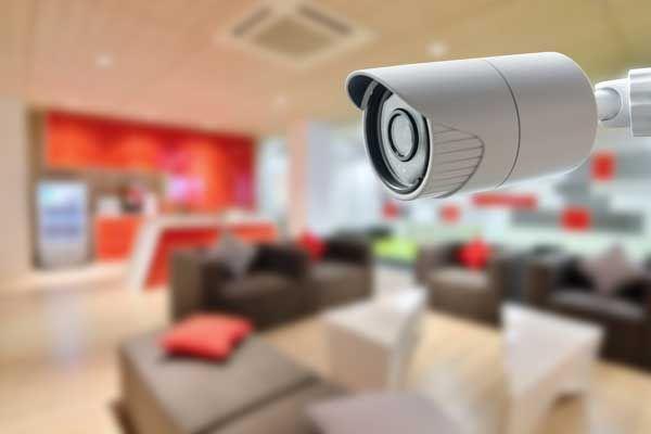 Todo bajo control en casa. Fuente: Casas Digitales (https://www.casasdigitales.com/casas-seguras-traves-la-domotica/)